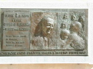 1993, bassorilievo a Palazzo Moroni